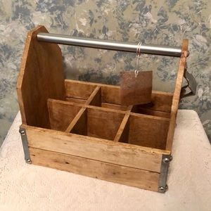 ONE WOODEN BEER CADDY / CRATE